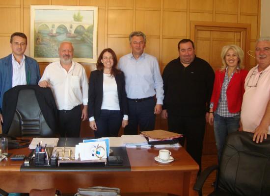 Συνάντηση του δημάρχου Σοφάδων κου Θάνου Σκάρλου με  τη Διοικήτρια του Νοσοκομείου Καρδίτσας κα Κωνσταντίνα Δάλλα