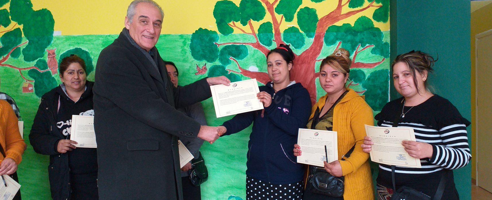 Απονομή βεβαιώσεων τμήματος Αισθητικής  στο Παράρτημα Ρομά του ΚΚ του Δήμου Σοφάδων
