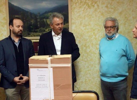 Δίπλα στα Κέντρα Υγείας η Αυτοδιοίκηση – Υγειονομικό υλικό παρέδωσαν οι Δήμαρχοι Σοφάδων, Παλαμά και Μουζακίου